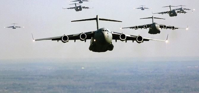 US Air Force C-17 Globemaster III in formation