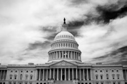 US capital building in black and white on a cloudy day